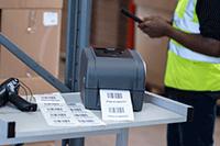 Imprimante d'étiquettes TD-4T sur chariot métallique avec scanner imprimant les étiquettes