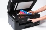 L'imprimante multifonction jet d'encre MFC-J5330DW possède un grand écran tactile