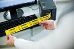 profitez du système de découpe avancé de l'étiqueteuse PT-P900W