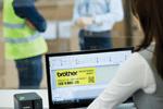 Profitez des étiquettes intégrées de la titreuse PT-P900W