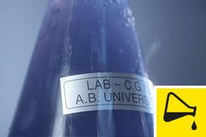 Résistance aux produits chimiques - étiquettes testées jusqu'à l'extrême