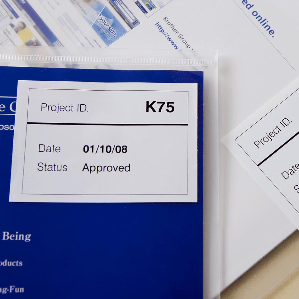 Rouleau de papier amovible DK-44205 Brother original – Noir sur blanc, 62mm de large 2